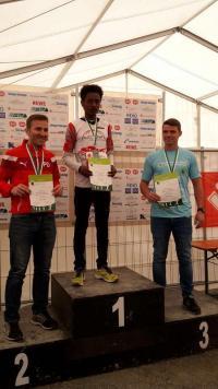 Links Paddy Dross, rechts Dominic Rumpf, Mitte Sieger