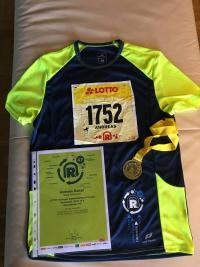 Finisher-Shirt, Urkunde und Medaille des Super-Marathons